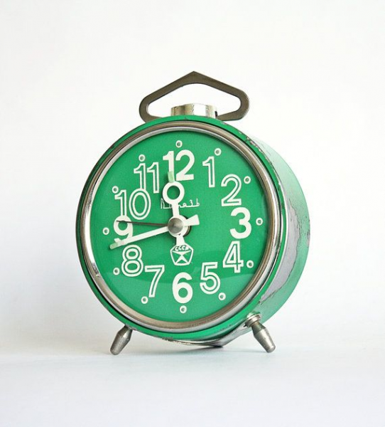Vintage mechanical alarm clock Vitjaz from Russia Soviet Union green ...