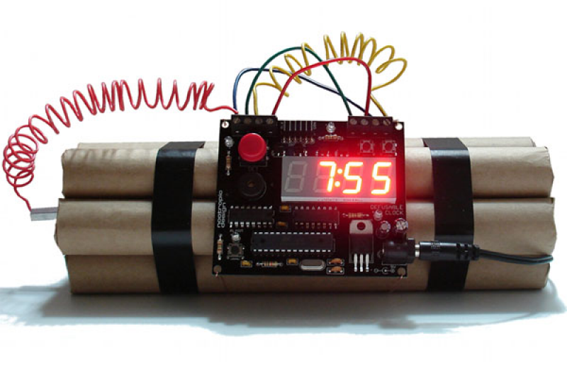 Dynamite Alarm Clock: The Alarm Clock That Has To Be Diffused ...
