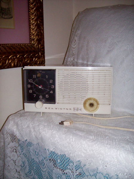 Vintage RCA Victor Alarm Clock w/ AM Tube Radio Model RJD10Y Only 12 ...