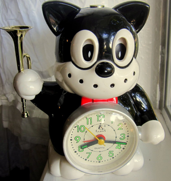 Cat Alarm Clock plays reveille by Vintageshopofours on Etsy