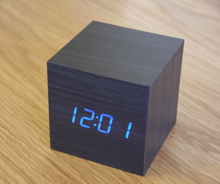 led-cube-black-wooden-alarm-clock-blue-1.jpg
