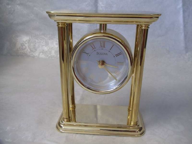 Bulova Gold Tone Quartz Desk Table Mantle Shelf Clock Raven Collection ...