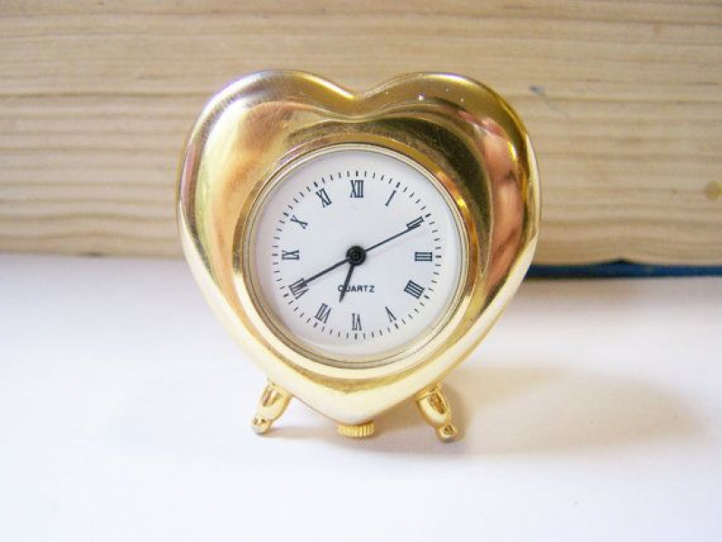 Vintage Tiny Gold Tone Heart Desk Clock / Gift for Her on Etsy, $6.46 ...