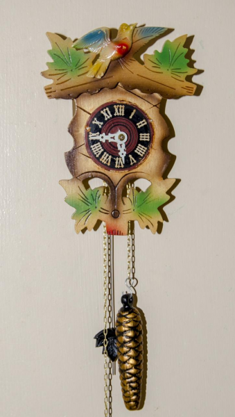 VINTAGE ANTIQUE MINI GERMAN CUCKOO-CLOCK DESIGN MECHANICAL WALL CLOCK
