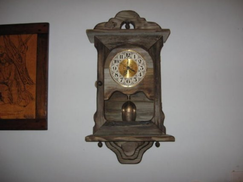 HIGH QUALITY BARN BOARD WALL PENDULUM CLOCK by elgourdo on Etsy