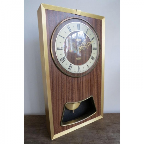 ... Home accessories / Vintage Retro Metamec Quartz Pendulum Wall Clock