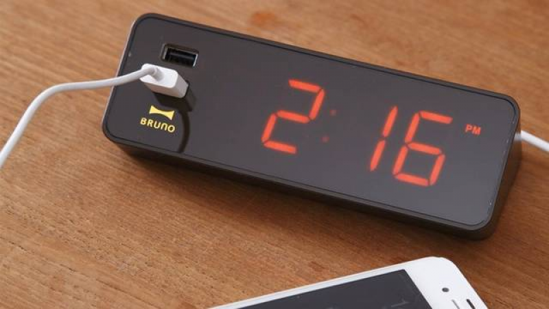 An Alarm Clock With a Feature You Actually Need: USB Ports | Gizmodo ...