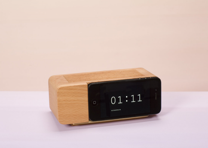 Alarm Dock for iPhone : Bedside clock holder for your iPhone5.
