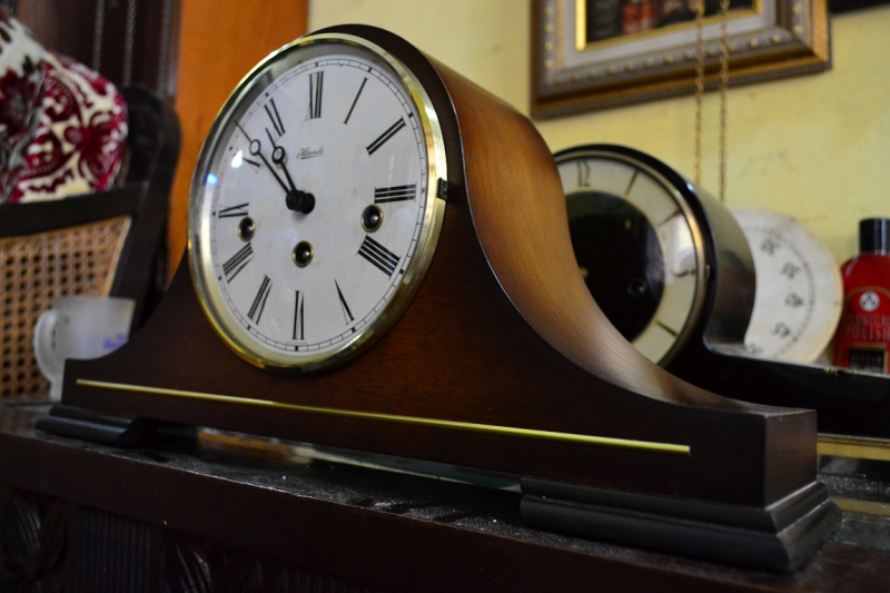 jam - jam kuno and antique stuff: Franz HermLe mantel chimming clock