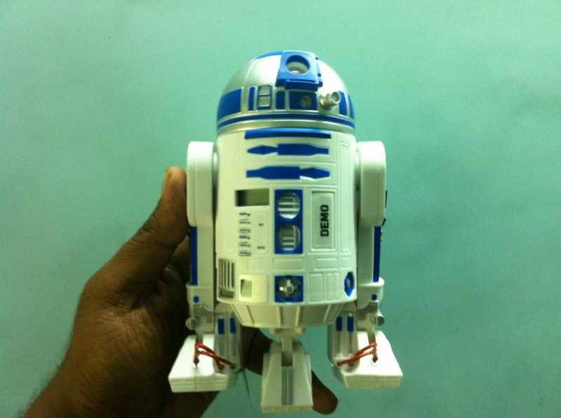 R2D2 Alarm Clock – Projects Time And Wakes You With R2D2 Sound