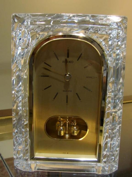 90B: Heavy Crystal Mantle Clock from Seiko : Lot 90B