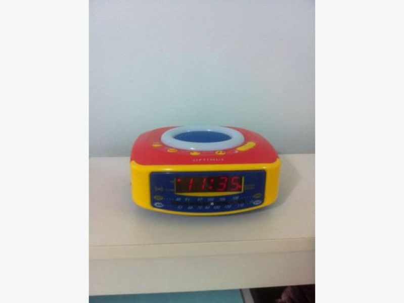 Optimus AM/FM Clock Radio Digital Clock Alarm Snooze and light Central ...
