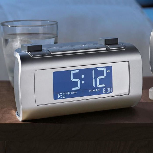 alarm clock that sets and resets itself get a timesmart alarm clock ...