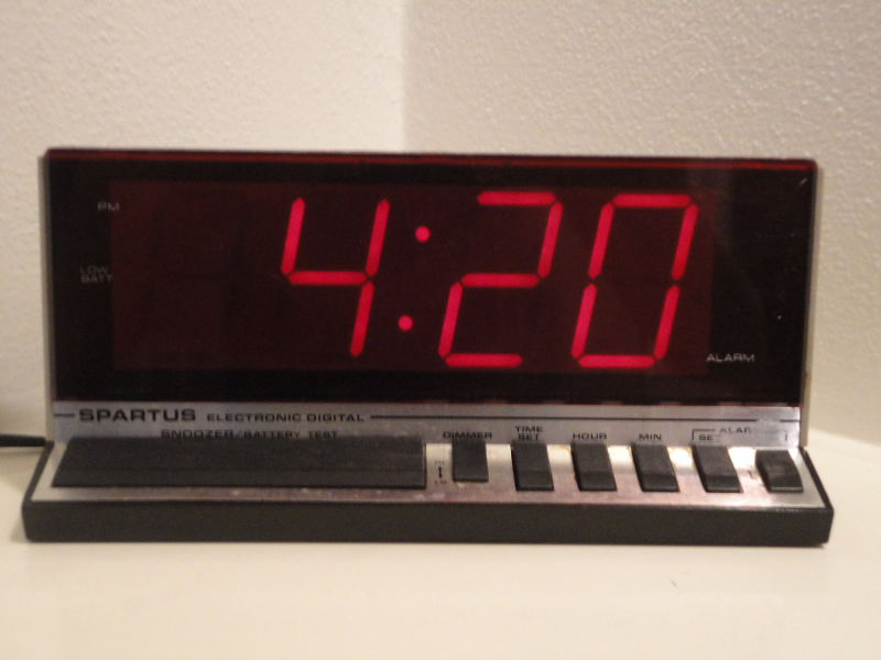 Spartus retro alarm clock large display by ITSASMALLWORLDINDEED