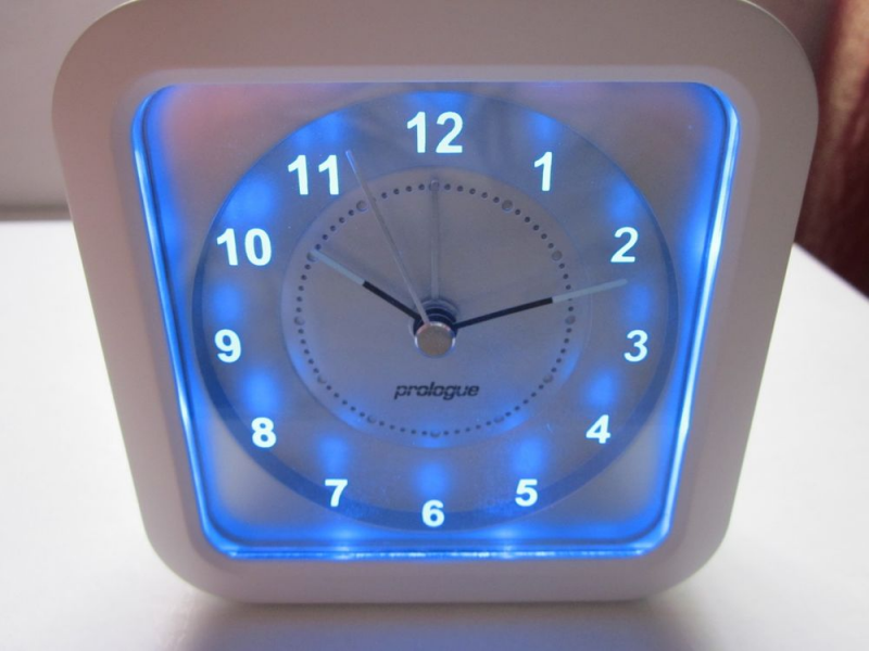 ... Backlight Night Light Hand Analogue Silent No Ticking Alarm Clock