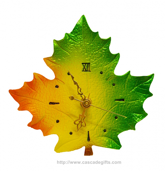 Polystone Maple Leaf Clock (Size S)