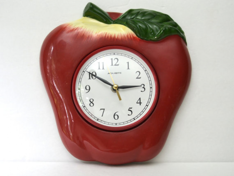Red Apple Ceramic Wall Clock | Large Acu-Rite Battery-operated Vintage ...