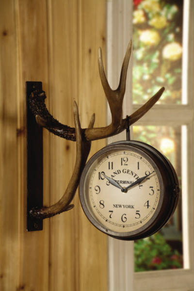 Deer Park Double-Sided Metal Clock Hangs On Resin Wall-Mounted Antlers