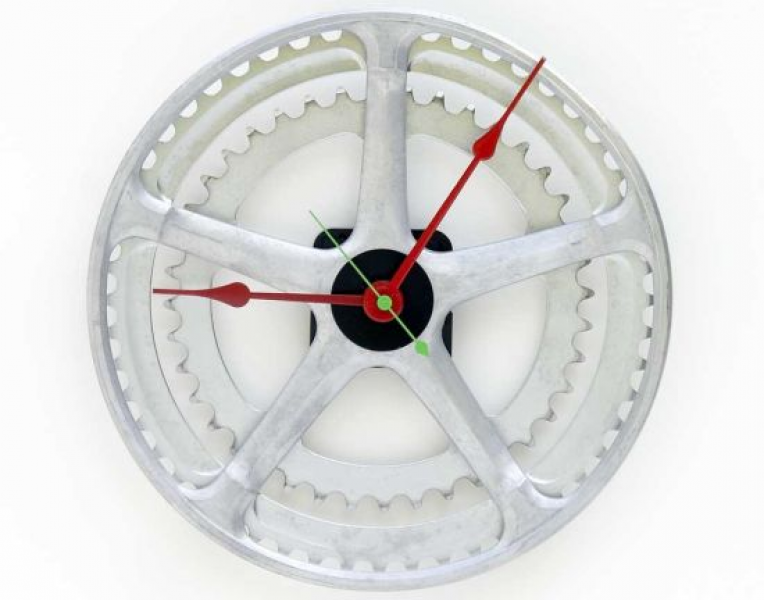 Bike chain ring recycled for a wall clock | Designbuzz : Design ideas ...