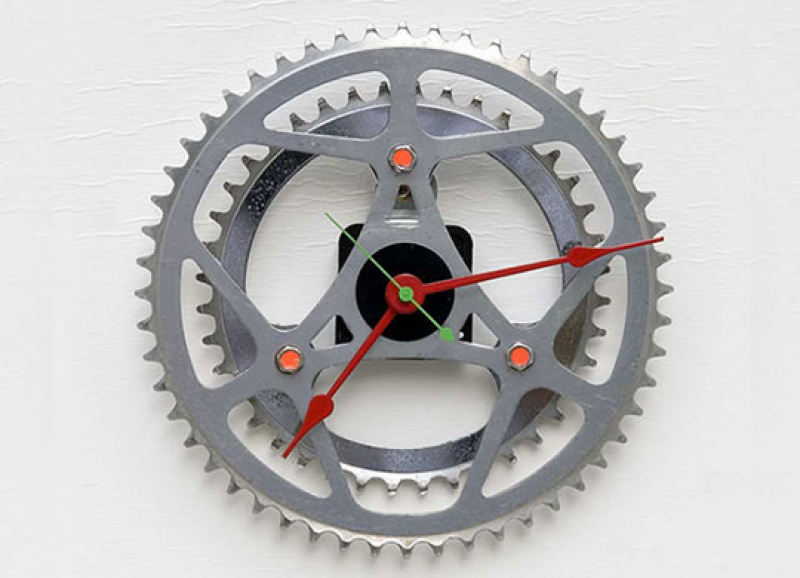 Selectism – Recycled Bike Chainring Clock