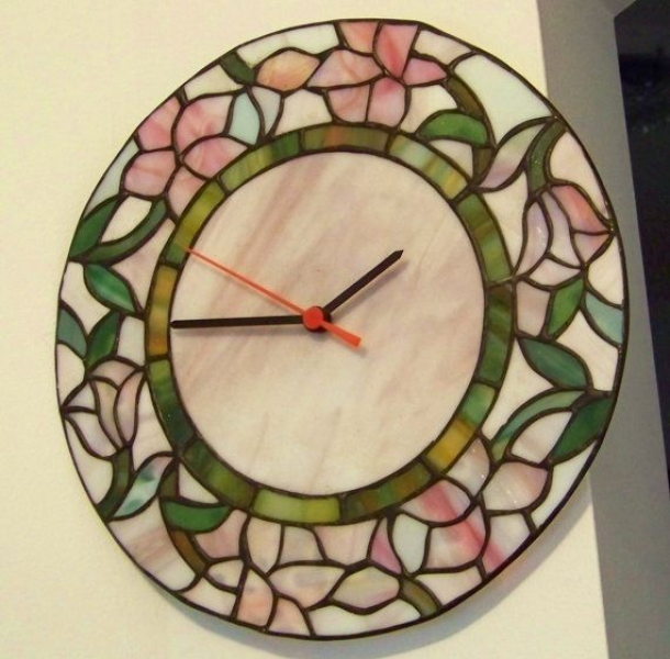 Vintage Wall Clock Tiffany Stained Glass Style por PaintedOnPlaques