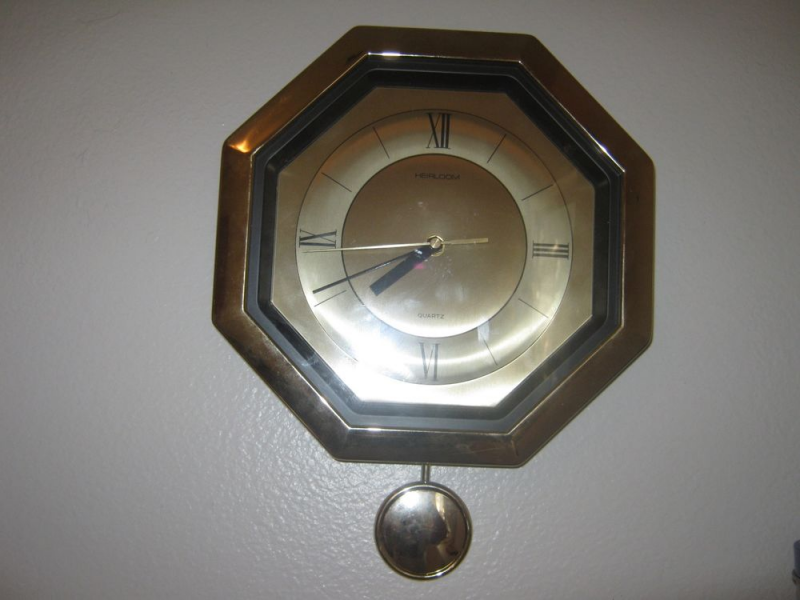 ... Quartz Wall Clock with Pendulum Battery Operated Works Great | eBay