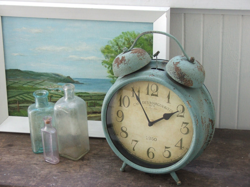 ... to announce the Antique Blue Vintage Style Clocks are back in stock