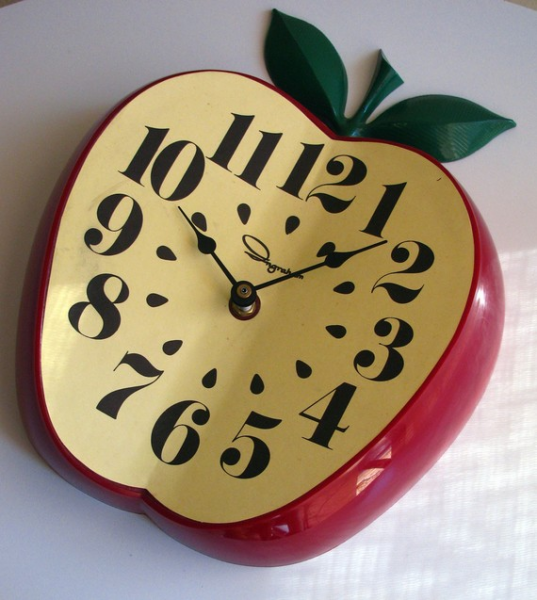 RESERVED FOR hemulen77 Vintage Ingraham Apple Kitchen Clock
