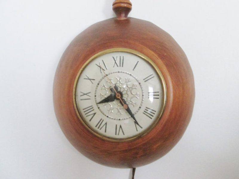Kitchen Wall Clock Vintage Wood Skillet Lanshire Movement Working ...