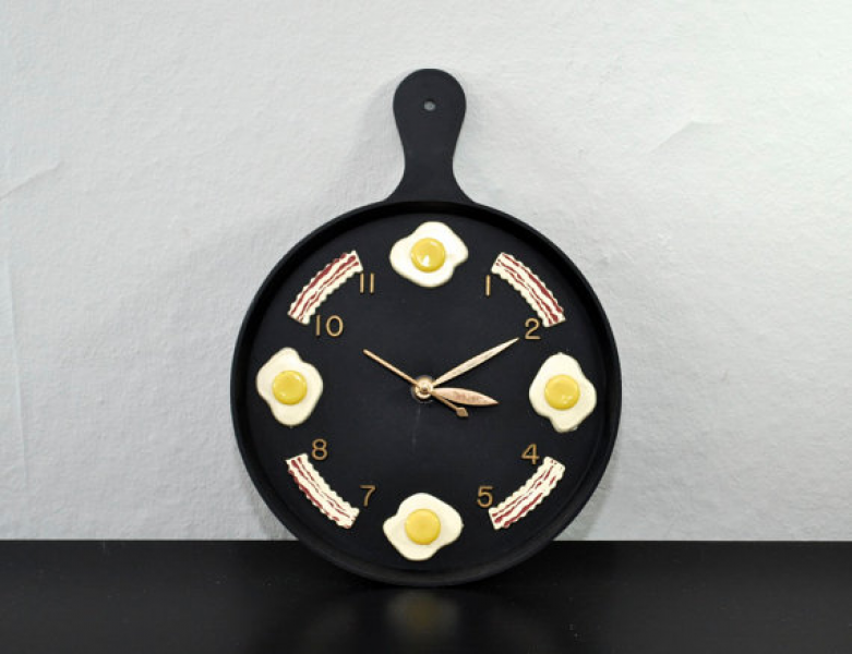 Vintage Skillet Wall Clock with Bacon and Eggs - Electric - Black Wall ...