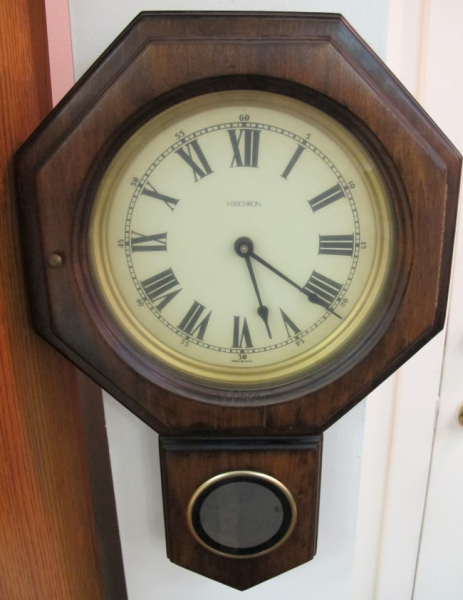 276: Verichron Regulator Wall Clock : Lot 276