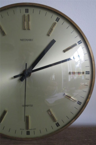... Retro Metamec Quartz battery operated Wall Clock working condition