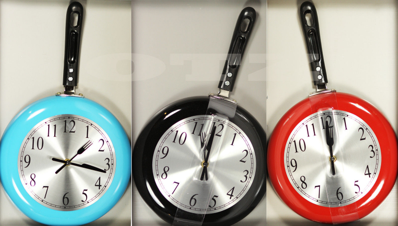 Modern Wall Clocks Fry Pan Red Black Cream Vintage Frypan Kitchen Wall ...