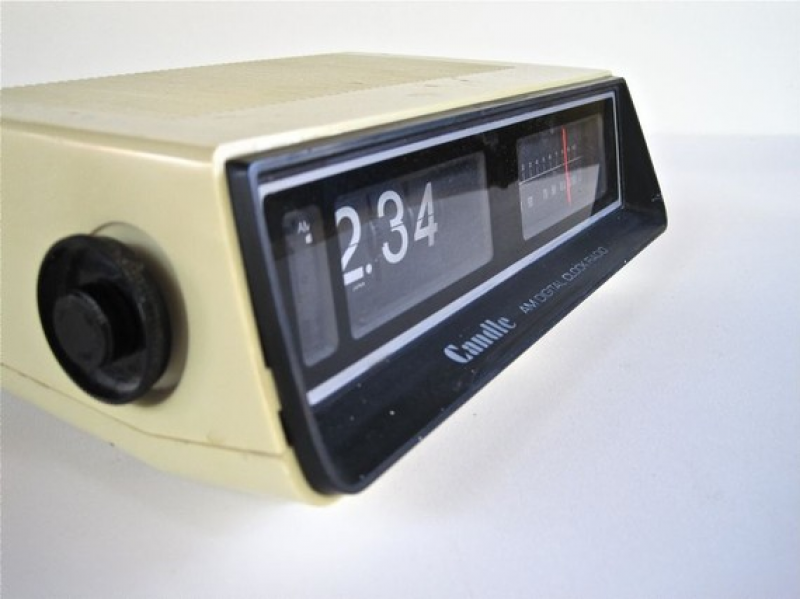 Vintage Flip Clock Alarm/ AM Radio Retro Digital Clock by WaveSong