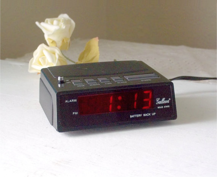 Alarm Clock, small black Solid State bedside electric alarm clock ...