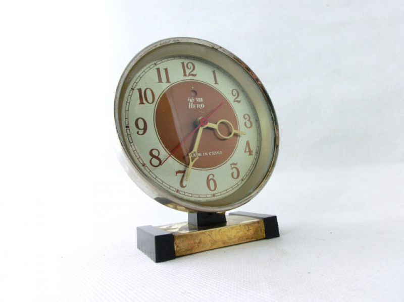 ... alarm clock, Clock made in China 80s, Desk clock, Brown / Gold Alarm