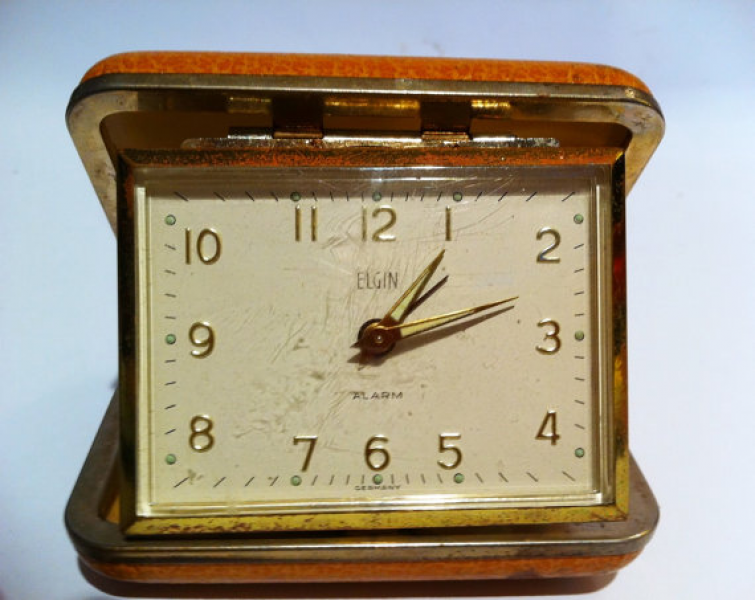 Small Elgin travel alarm clock. Desk clock. Winds. Works.